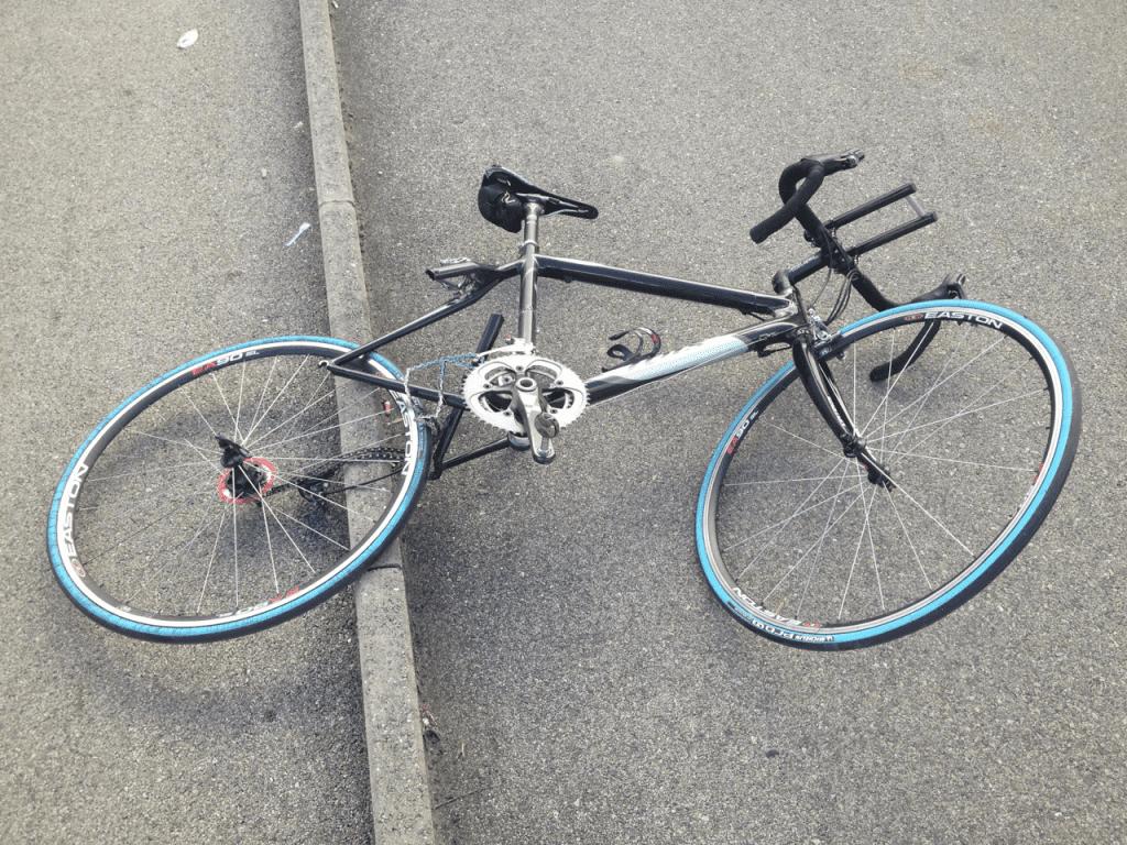 自転車で事故になるとこんな風になりそうです。