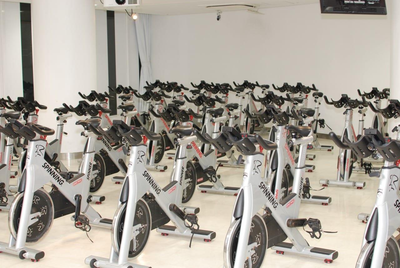 クラスにはインドアバイクがたくさん