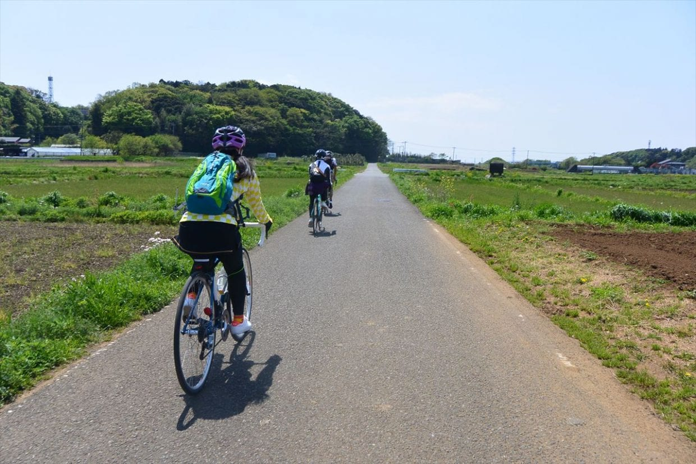 自転車間の距離はこのくらいを保つ。自転車2ー3台分。(C)リンケージサイクリング