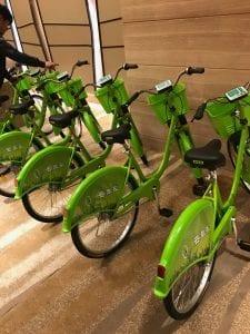 緑色の共有自転車