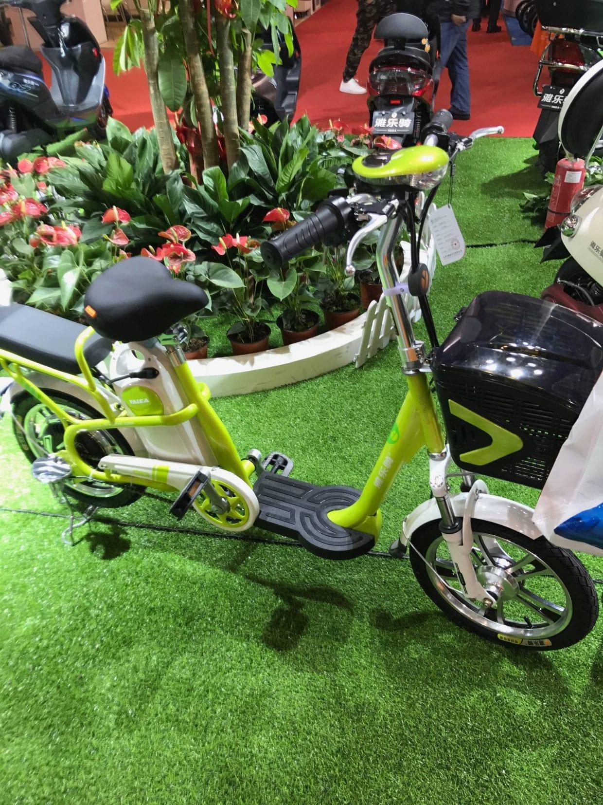 日本ではモペットと言われる部類(?)の電動自転車