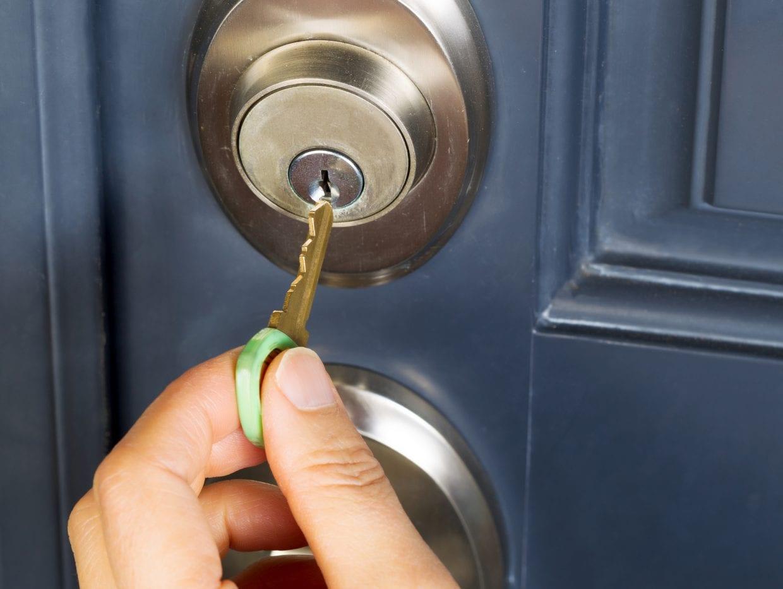 ドアに鍵をかけるかどうかは自分の判断と責任、ヘルメットも同じ