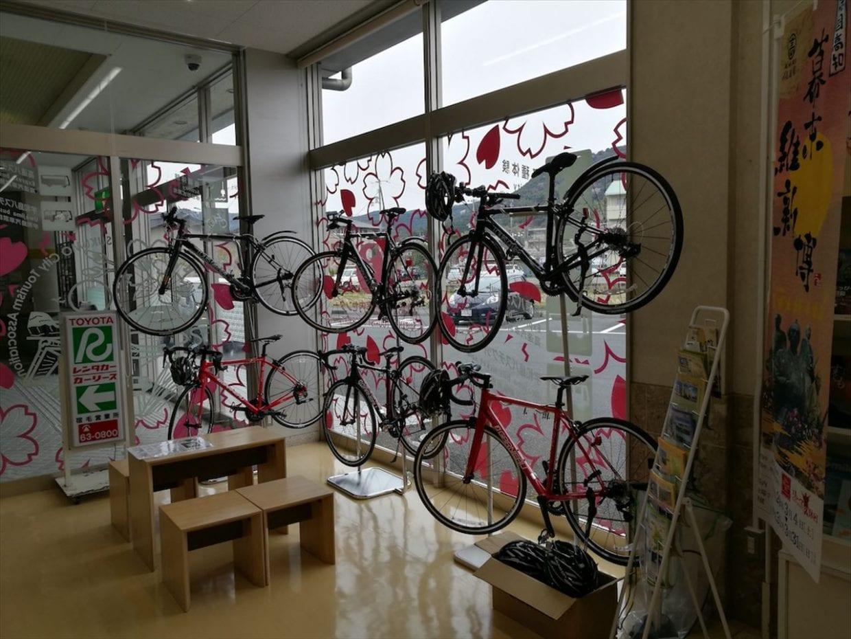 宿毛駅には構内に貸し自転車コーナーが。本格的なロードバイクも!