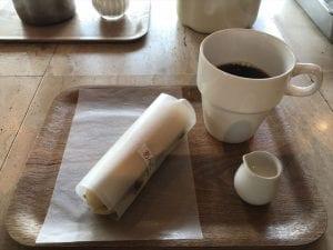 コッペパンとコーヒーのセット(560円)