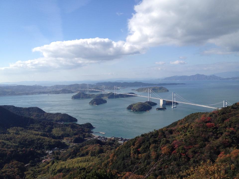 しまなみ海道、亀老山から来島海峡大橋を眺める