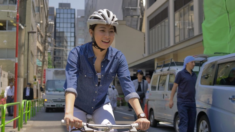 はじめてのスポーツ自転車にちょっと緊張気味の平野さん。