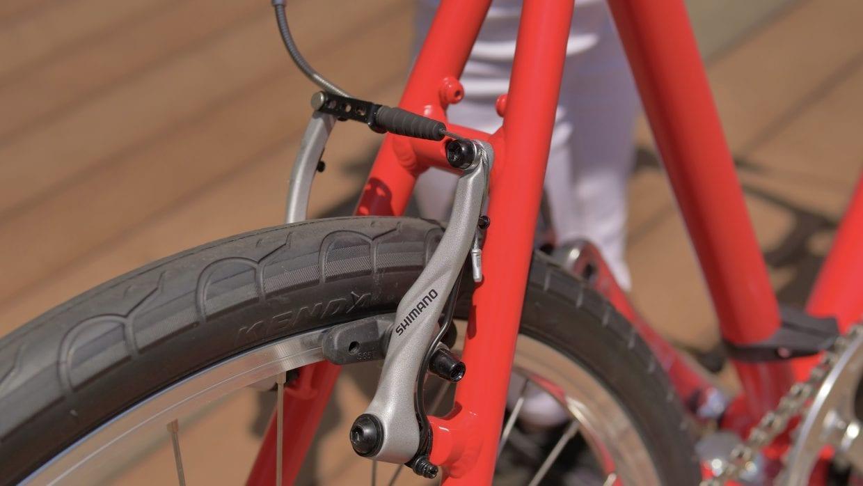 制動力とコントロール性に優れるVブレーキを採用