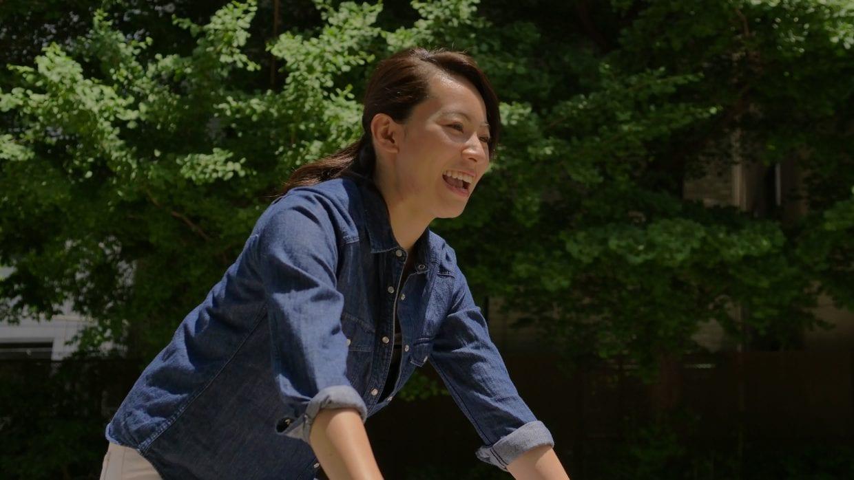 徐々にスポーツバイクにも慣れ、笑顔で試乗を終えた平野さん