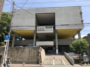 岡山県天神山プラザは戦後の日本の建築界をリードしたモダニズム建築の旗手、前川國男が設計。さすが、そのフォルムにもデザイン性がある。