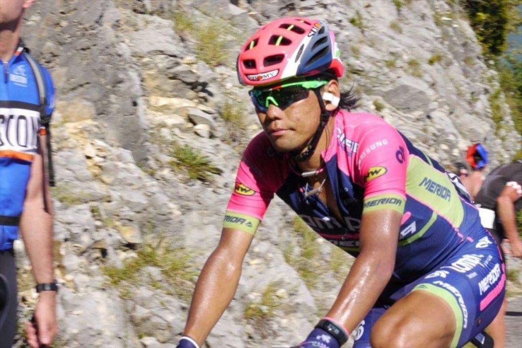 2016年第15ステージ。グラン・コロンビエの九十九折を登る新城選手。