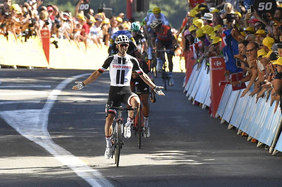 第14ステージ、登り基調のスプリントを制したマイケル・マシューズ(オーストラリア、サンウェブ)。自分の得意なコースに狙いを絞って勝利を挙げた ©A.S.O.