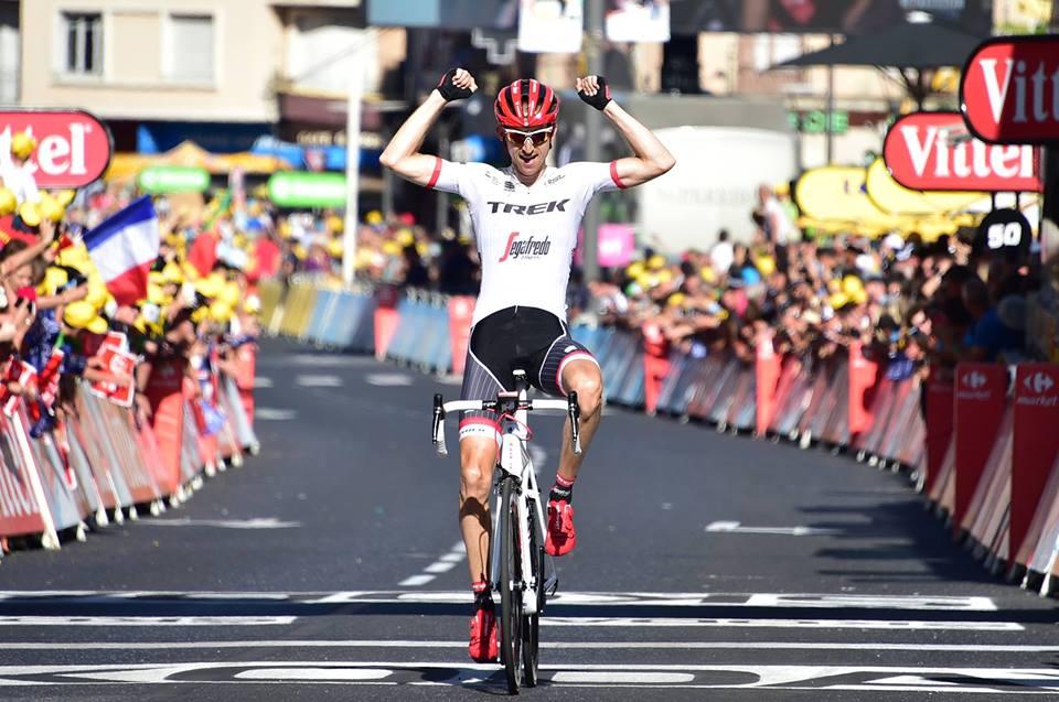 第15ステージを独走で制したバウケ・モレマ(オランダ、トレック・セガフレード)。総合成績で精彩を欠いていたモレマだったが、ステージ優勝を確実に穫ってくるのはさすが超一流のプロだ ©A.S.O.