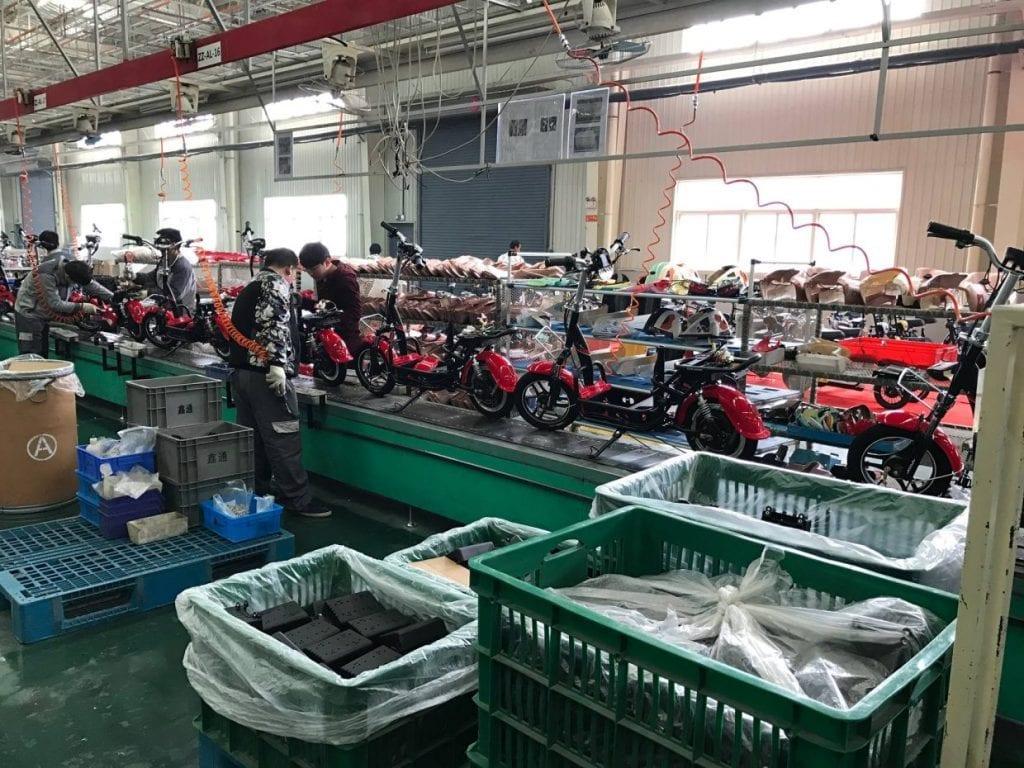 工場でどんどん生産されていく中国シェアサイクル