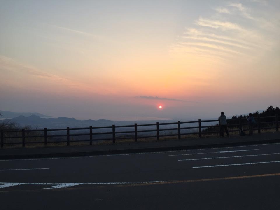 十国峠から見る駿河湾に沈む夕日。(C)Naoko Matsuzawa