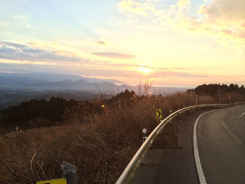 箱根の西側に位置するので、こんな美しい夕焼けも見られます!(C)松田然