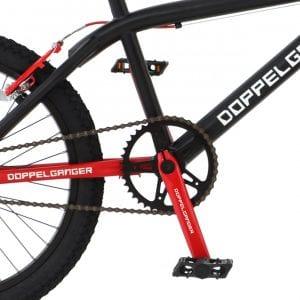 競技用BMXと比較して高い走行性を確保、快適なクルージングが可能。