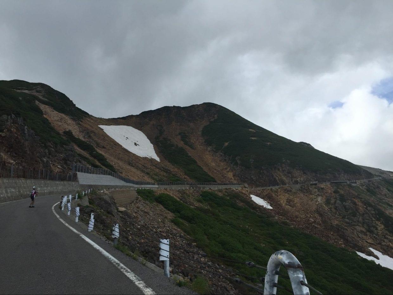 9月でも雪が残っている「大雪渓」が見えてくれば、ゴールはもうすぐです