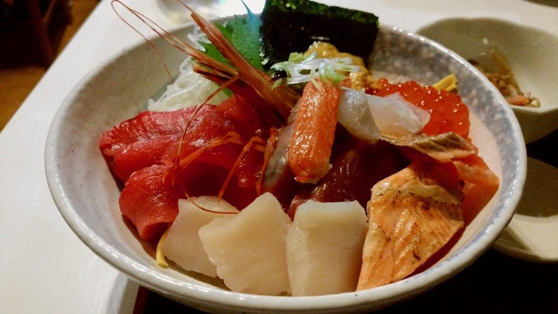 海鮮丼!食も東北滞在の魅力のひとつ