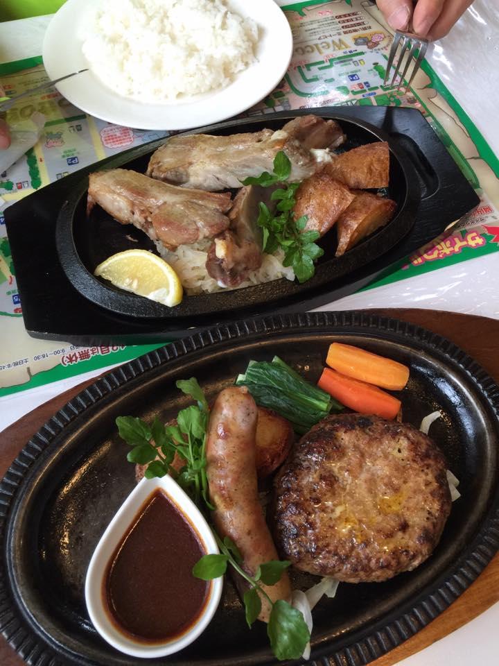 肉汁がたまらないサイボク特製ハンバーグとスペアリブグリル(C)Yuka Kani