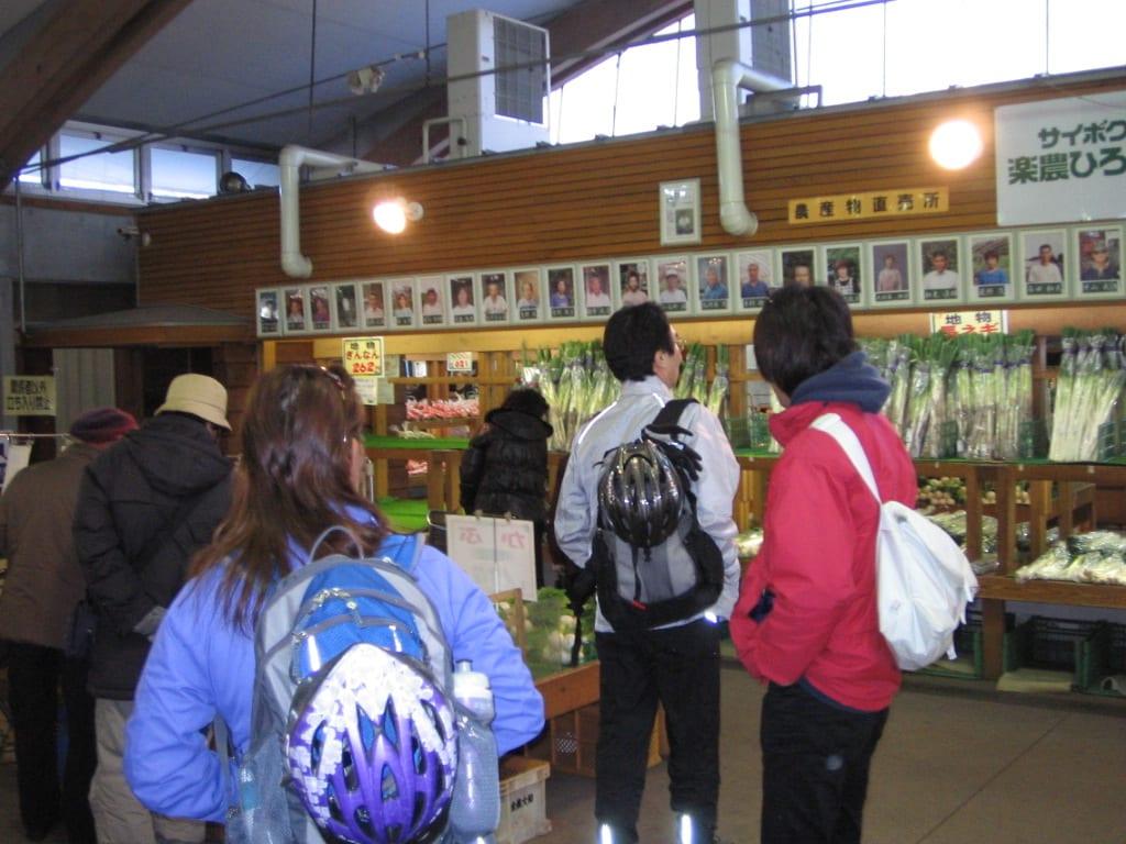 新鮮な野菜の直売所もあります。 (C)Mittko Aoyama