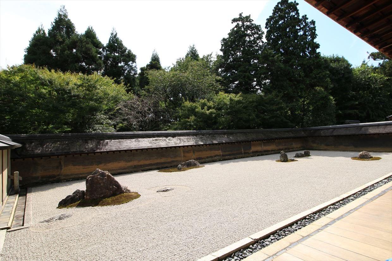 英国女王エリザベス2世を驚愕させたという龍安寺の石庭