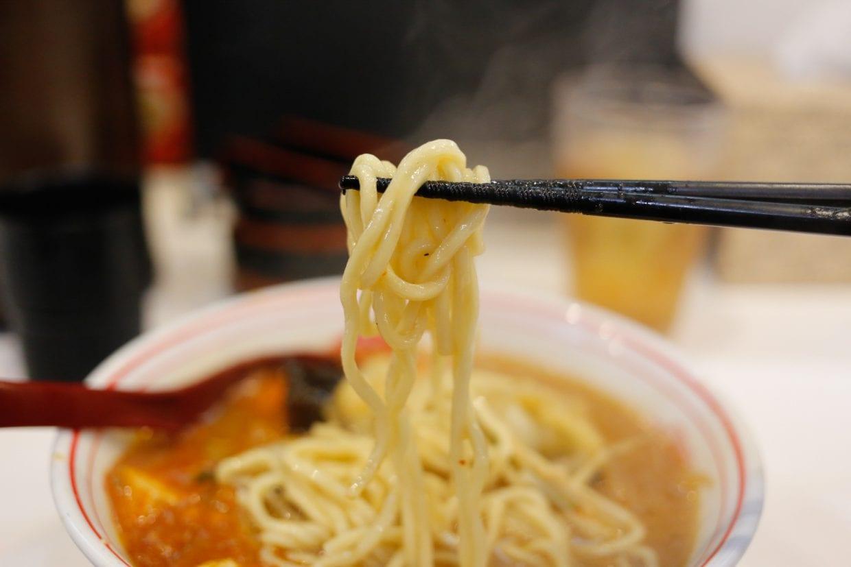 太めの中本の麺(並で240g)  ©︎Matsumura Seiya