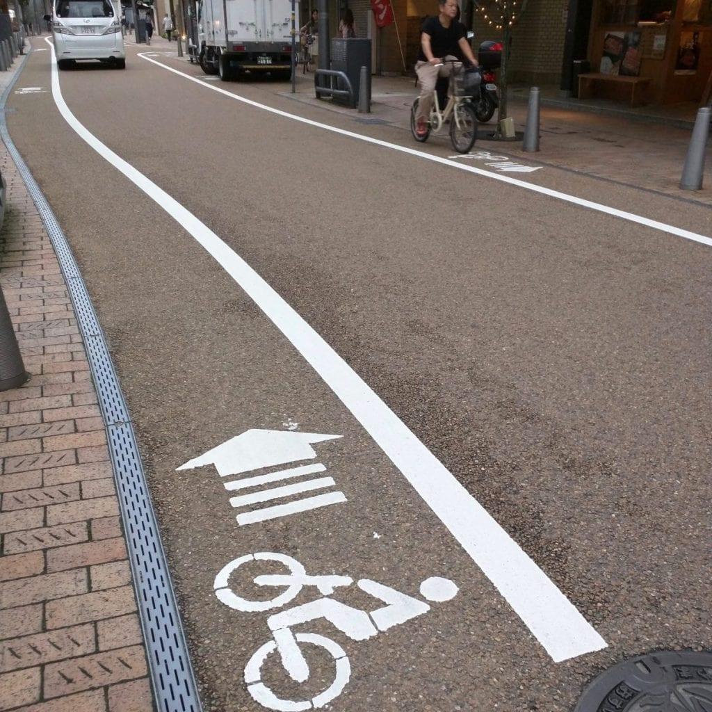 せっかく自転車レーンがあっても道路事情が・・・