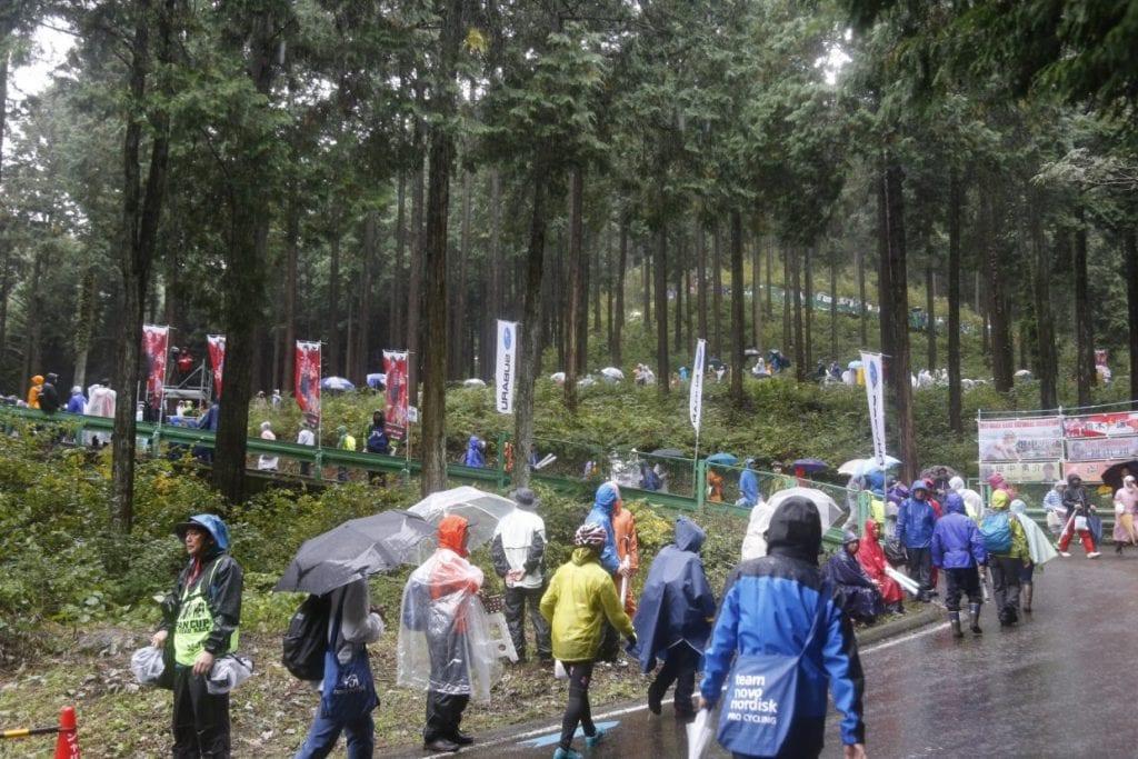 しばらく山を登ると待ち受けるのは、ジャパンカップ名物つづら折り