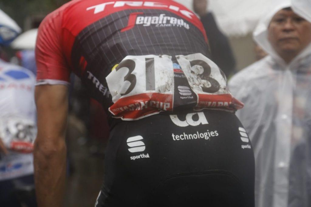 別府選手の、泥水でぐしょ濡れのその背中が、レースの過酷さを物語る