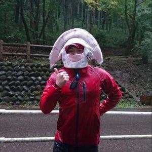 ジャパンカップ非公式キャラクター?「餃子タン」らしいです。雨の中、このかぶり物は結構つらそうでした。「水餃子にならないようがんばります☆」とのコメント