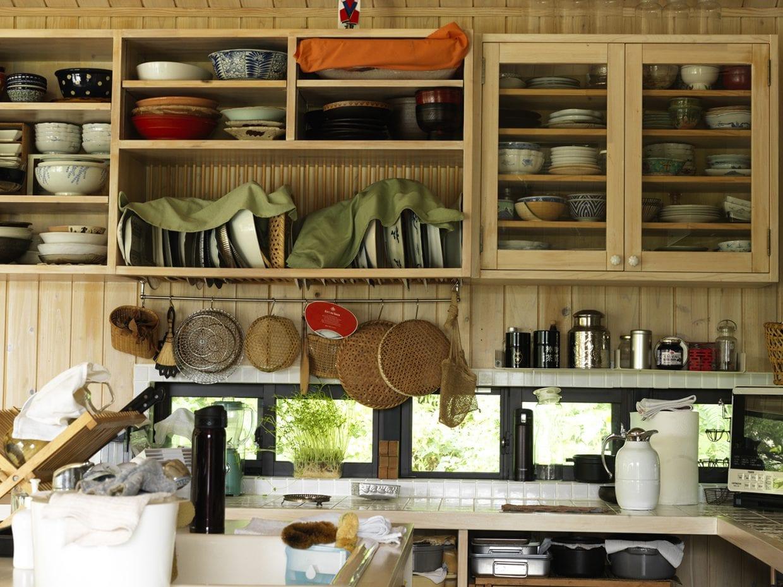 ▲きっちり揃えられた道具類がまるでキッチンスタジオ。壁板のペンキやタイルも自分たちで