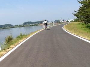 霞ヶ浦沿いのサイクリングロード