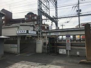 牧岡駅の東口を出ます。