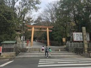 牧岡神社に向かって左に行くと暗峠の入り口です。