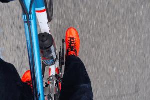 靴紐スタイルがジーパンサイクリストに似合う