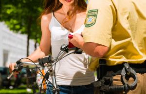 登録シールが貼られていなければ、警官に所有を証明するのは困難