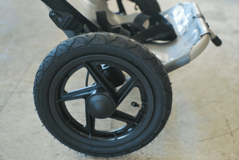 タイヤのホイールサイズは32cm。