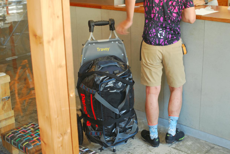 通常のカーゴキャリーとしても使用できるので、荷物を店内に持ちこむことも可能です。