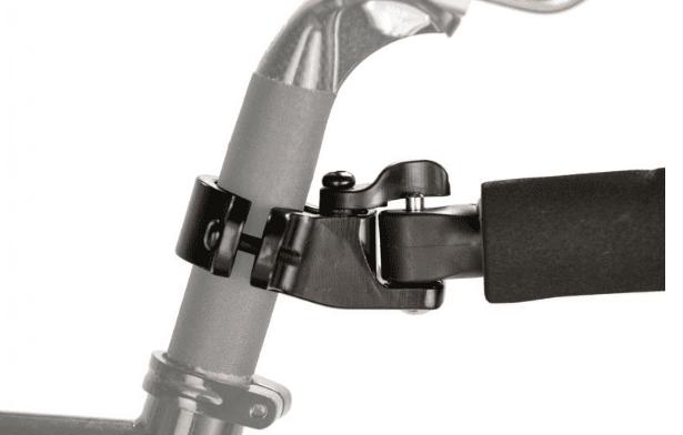トラボーイ取り付け金具と本体の装着は数秒でできる。