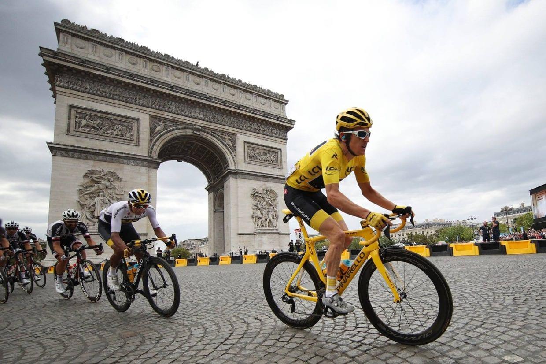凱旋門をバックに走るマイヨジョーヌのゲラント・トーマス(イギリス、チームスカイ) 2018 ツールドフランス