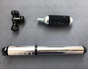 LEZYNE CONTROL DRIVE(上:CO2インフレーター) LEZYNE LITE DRIVE(下:ミニポンプ)