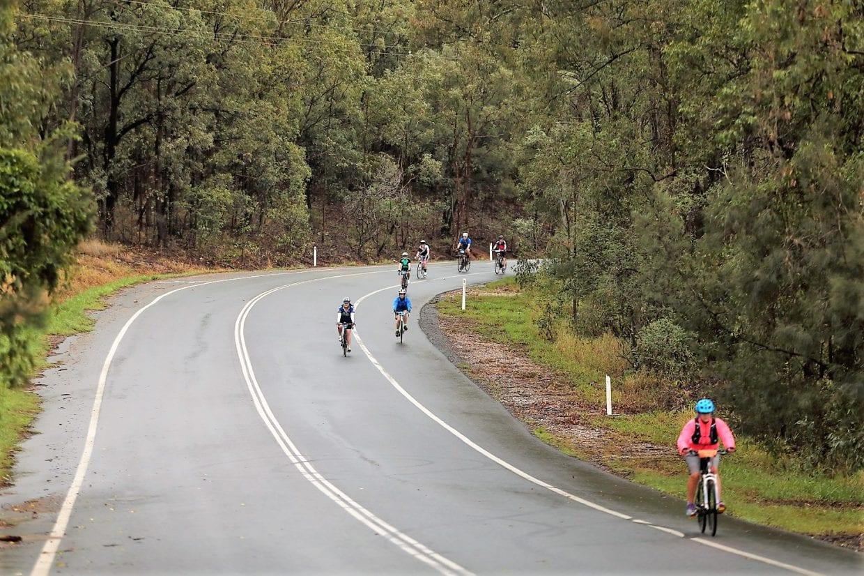 コース中盤ではユーカリ並木や、牧草の生えた田園風景の中を走り抜けます。
