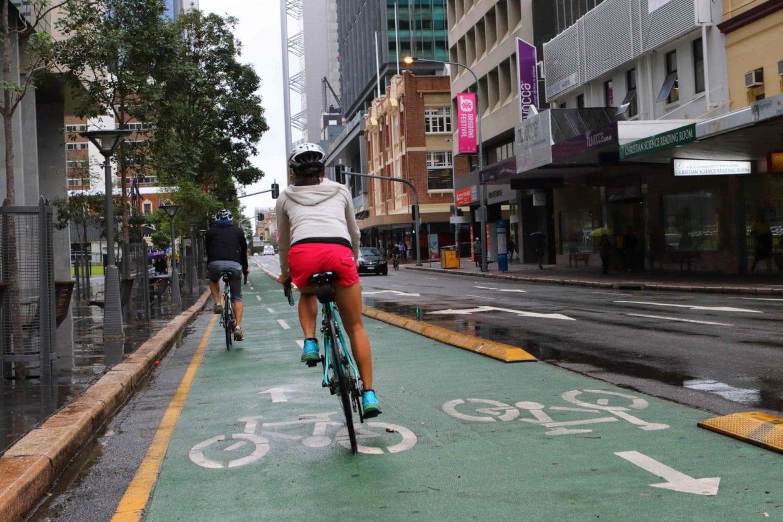 車と切り離された自転車専用道。