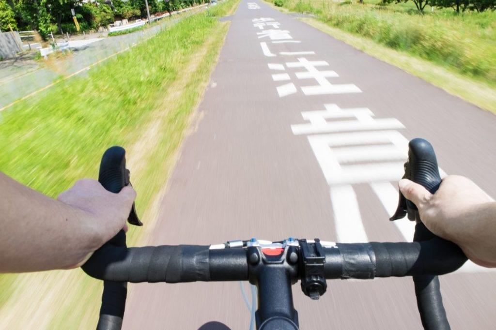 ロードバイク クロスバイク ハンドル ギア 公園 サイクリング