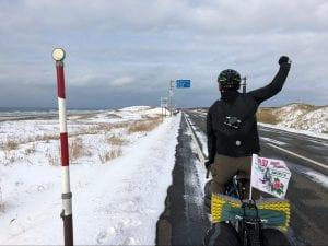 どこまでも続く北海道の真っ直ぐな道