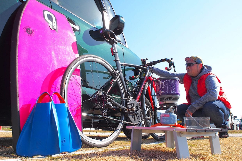車とキャンプ、ボディボード、ロードバイク