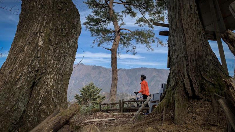 時坂峠頂上の展望台。