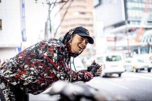 ストリート向けのパーカには全面にRei Nakanishiのテキスタイルが張り巡らされている。