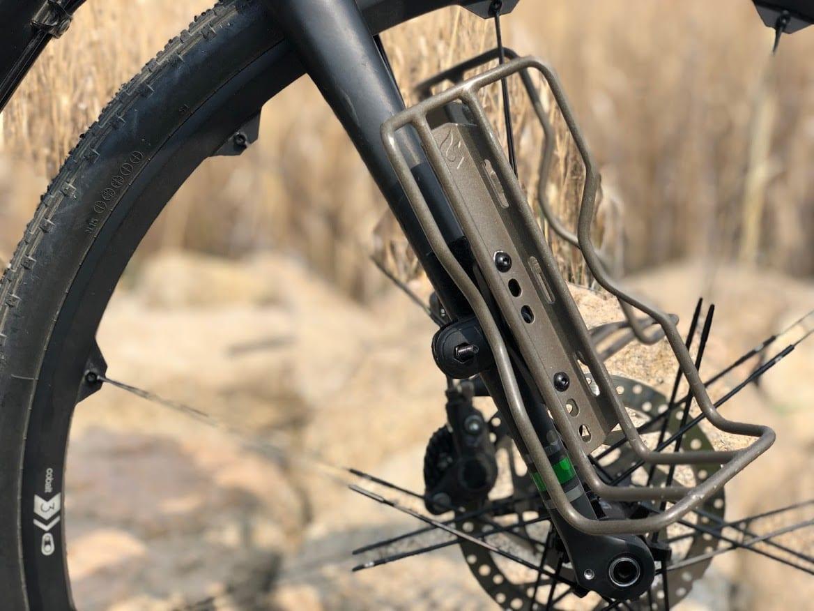 バイクパッキングやロングツーリングを楽しみたい場合は、ダボ穴の数に注目