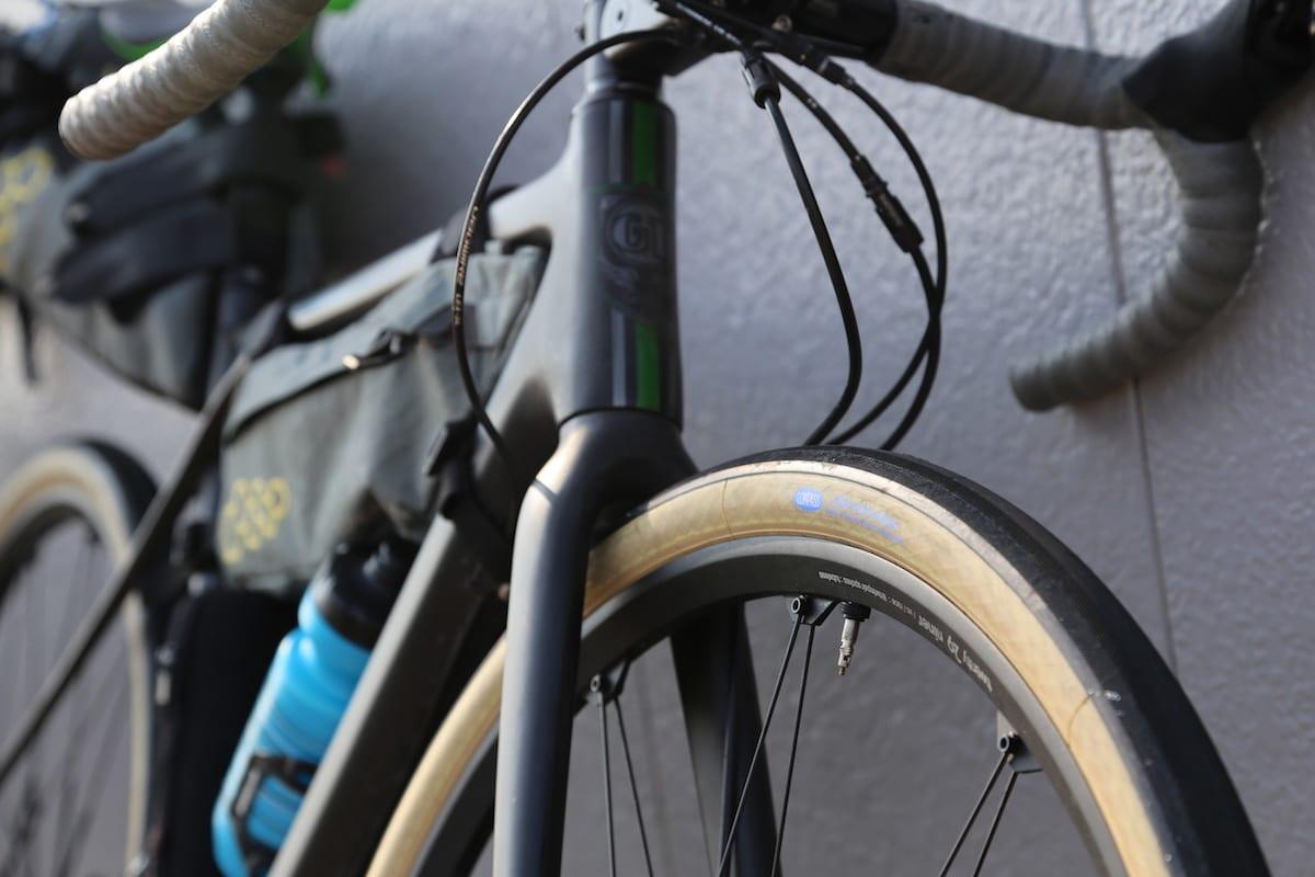 36~47C程度の太めのタイヤは乗り心地が良く、耐久性があり、グリップ力に優れている